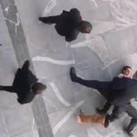 Мужчина с бензопилой пытался проникнуть в парламент Словении фото