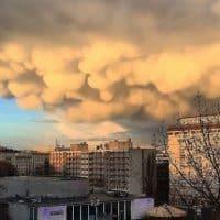 Необычные облака в небе над Берлином фото
