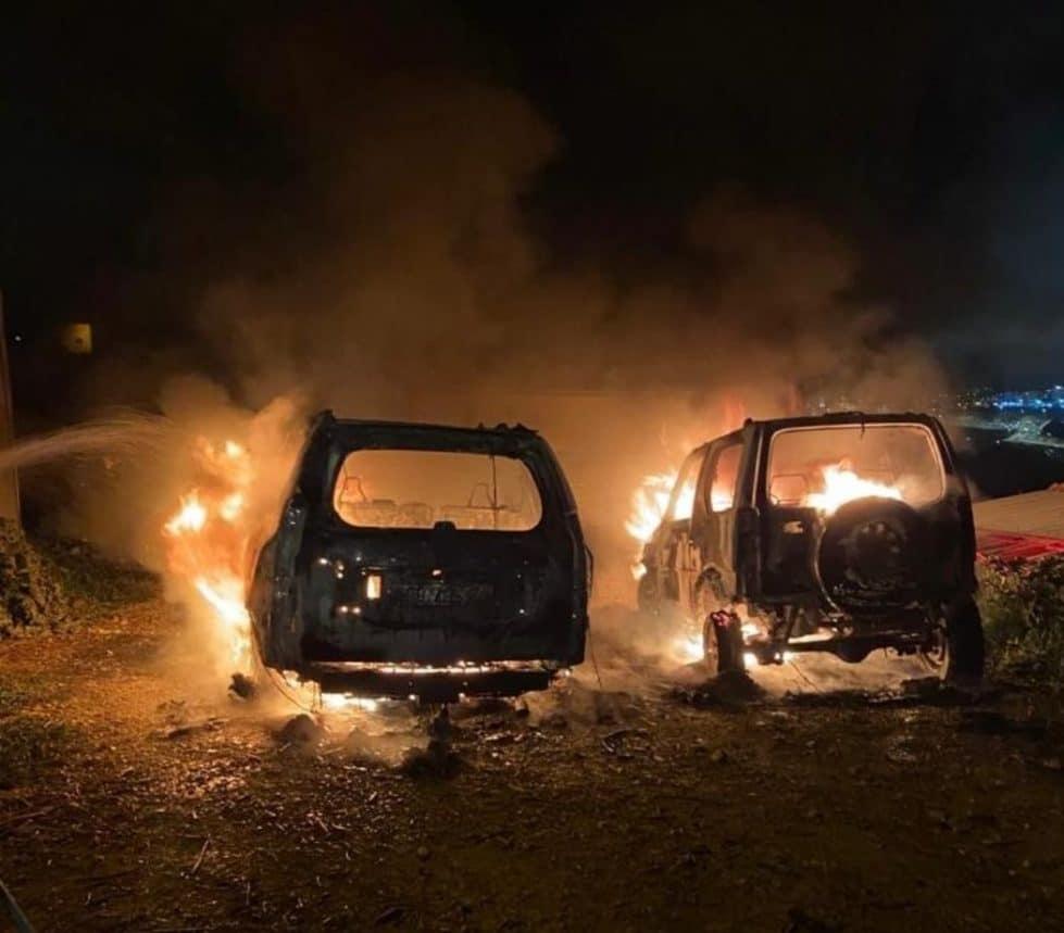 Поджог автомобилей в палестинской деревне фото