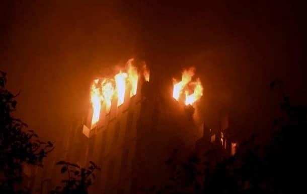 Пожар в офисном здании фото