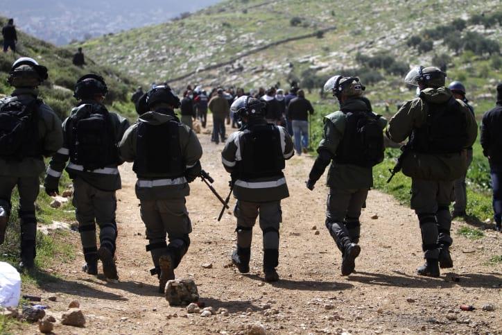 Столкновения палестинцев и солдат ЦАХАЛа фото
