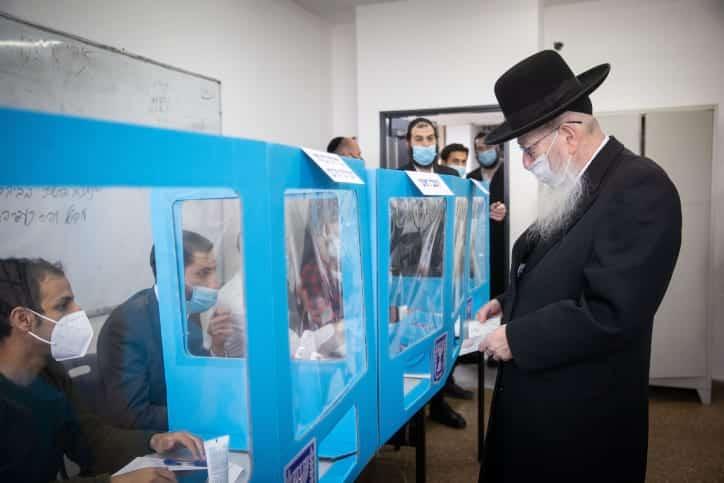 Яков Лицман голосует на выборах фото