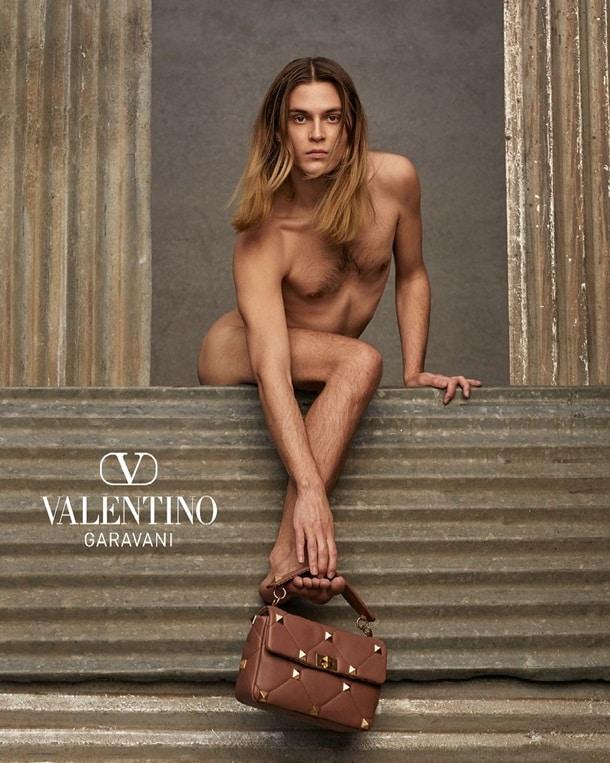 Фото рекламной компании Valentino фото