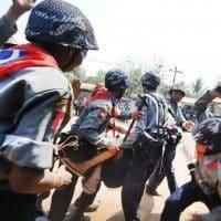 Подавление протестов в Мьянме фото