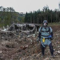 Последствия взрыва на складах с оружием в Чехии фото