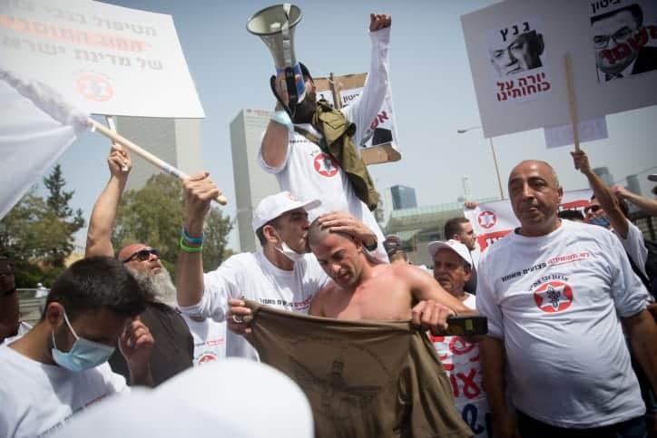 Протест бывших военных с инвалидностью фото