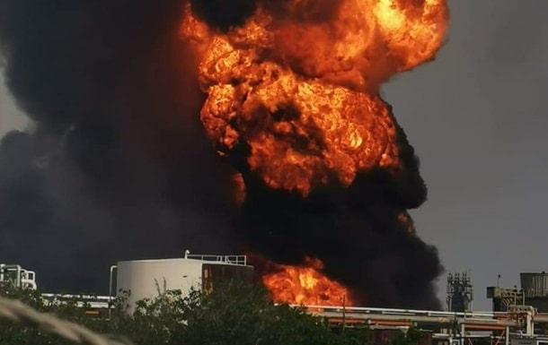 Взрыв на НПЗ в Мексике фото