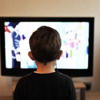 телевизор ребенок фото