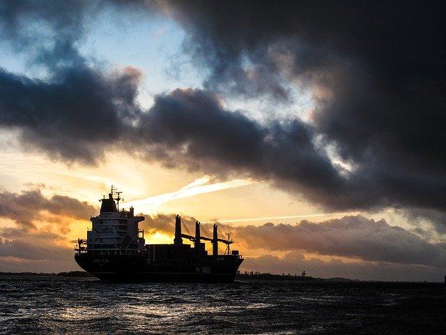 Торговый корабль фото