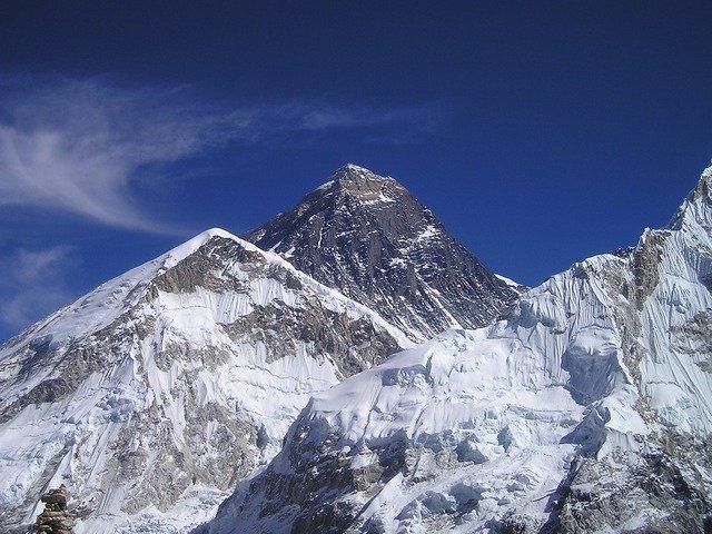 горы Эверест фото