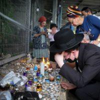 Свечи в память о погибших на горе Мерон фото