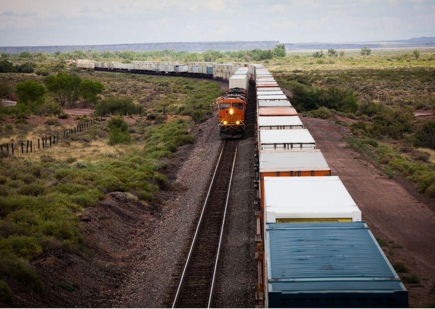 Грузовой поезд в США фото