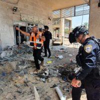 Ракета попала в здание школы в Ашкелоне фото