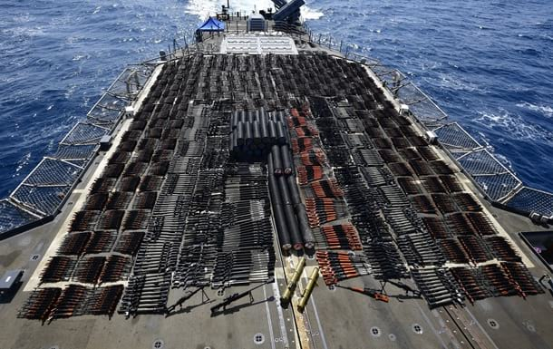 Военные США задержали корабль с российским и китайским оружием на борту фото