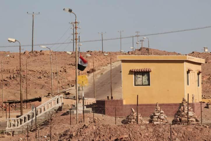 Израильские военные возле границы с Египтом фото