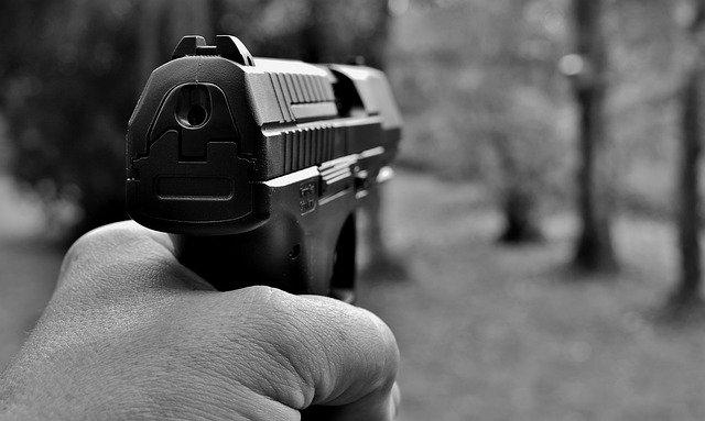стрельба пистолет фото