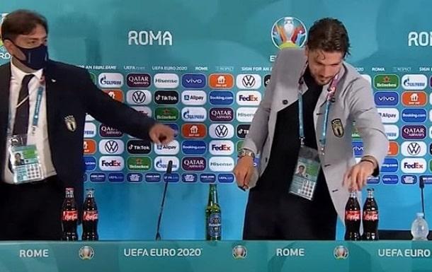 Итальянский футболист бойкотировал рекламу Coca Cola фото