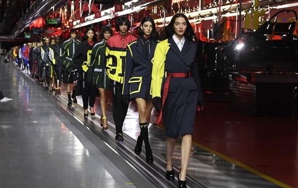 Коллекция одежды от Ferrari фото
