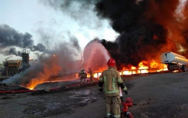 Пожар на НПЗ в Иране фото