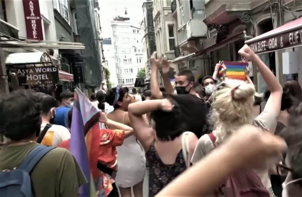 ЛГБТ парад Турция фото