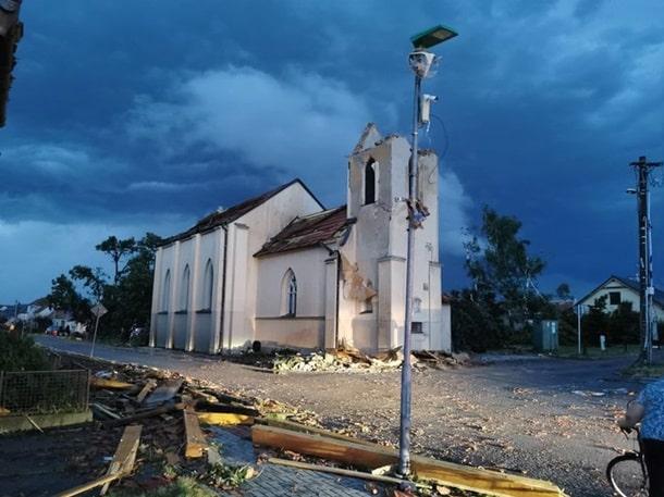 Торнадо в Чехии фото