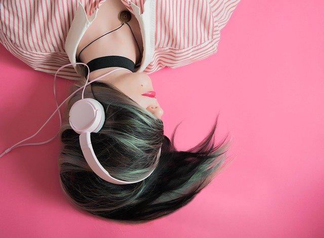 Музыка в наушниках фото