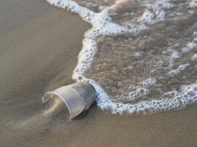 Пластиковый мусор фото