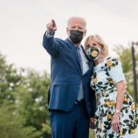 Джо Байден с супругой фото