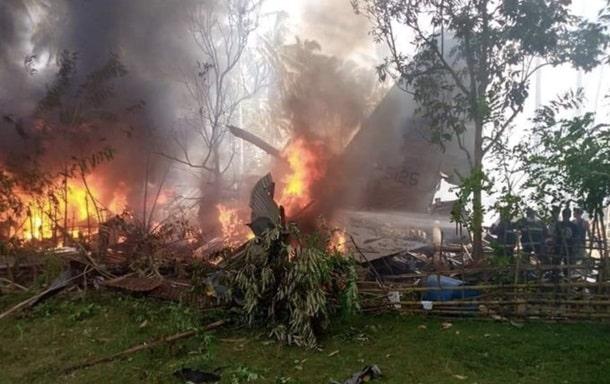 Крушение военного самолета на Филиппинах фото
