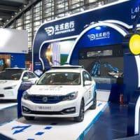 В Китае начали работу беспилотные такси фото