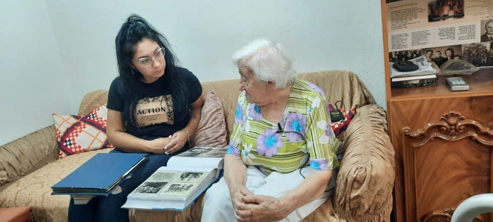 израильская молодежь помогает пожилым репатриантам справиться с пандемией