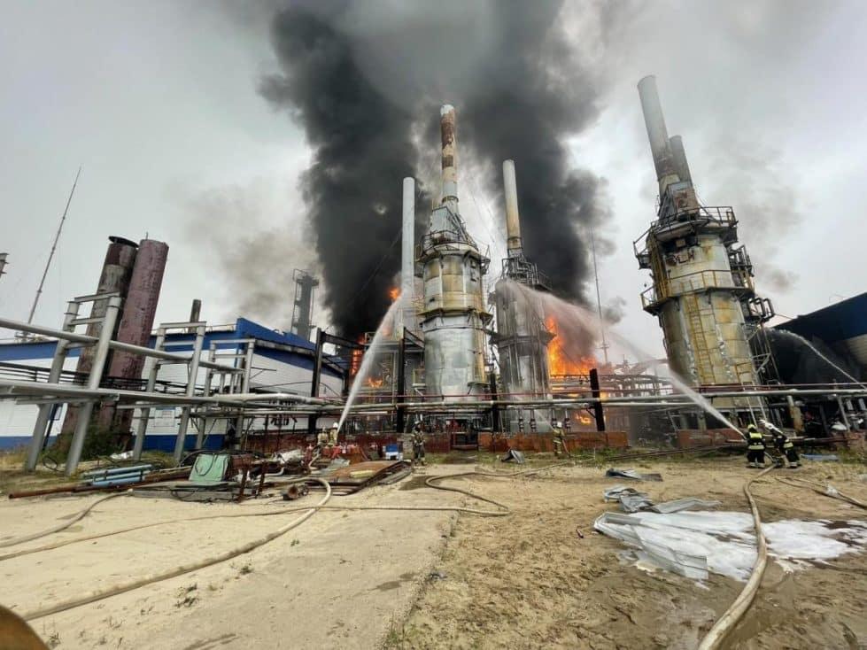 Пожар на крупнейшем в Западной Сибири газоперерабатывающем заводе фото