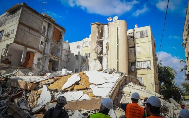 Обрушение дома в Холоне фото