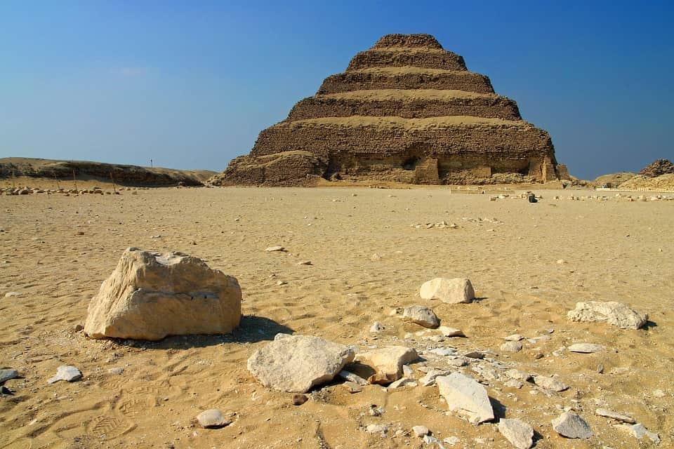 Пирамида плато Саккара фото