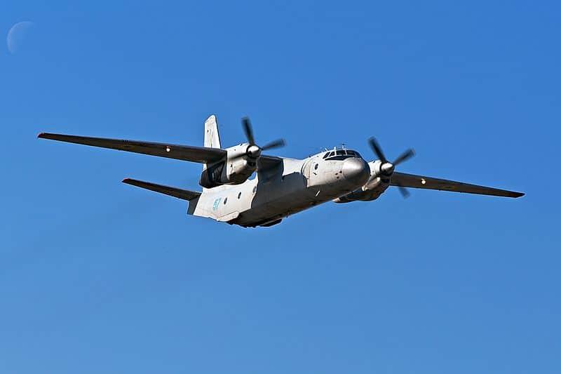 Военно-транспортный самолет Ан-26 фото