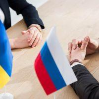 Флаги Украины и России фото