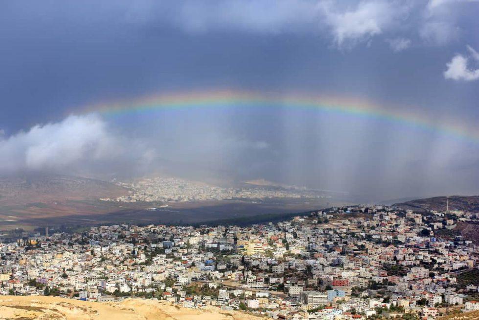 Облачная погода в Израиле радуга Кана Галилейская фото